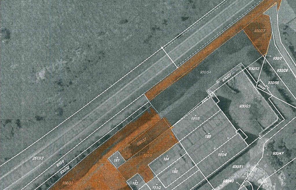 pozemek: parcela  p.č. St.140/2, St.141,St.151/1, 89/5,930/26,930/27,930/33,930/34,930/35,930/36,930