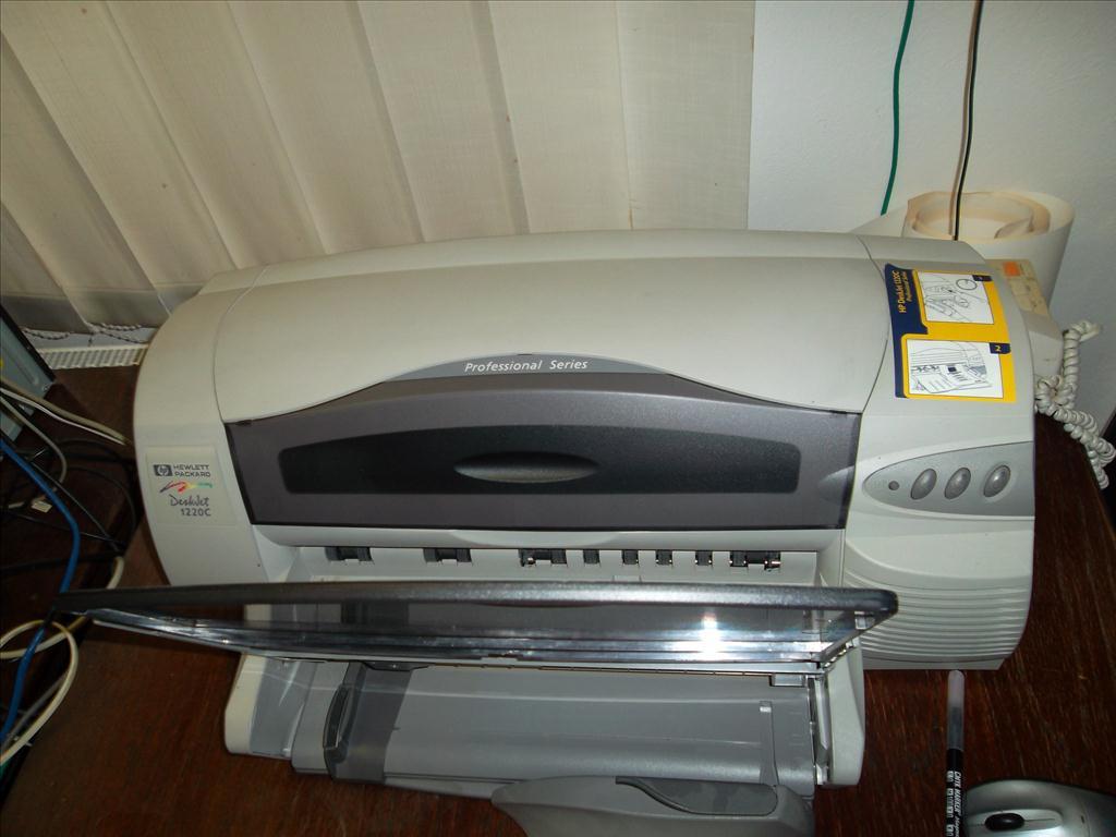 1.3  Tiskárna HP DeskJet  1220C