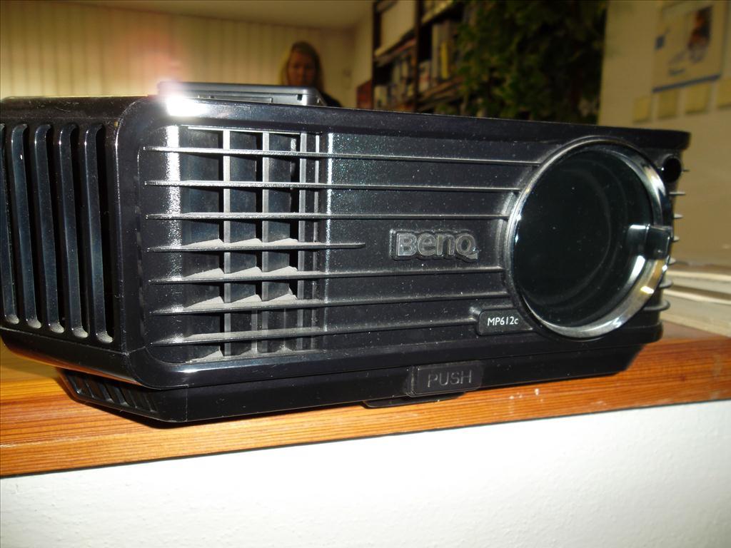 1.4.Projektor BENQ MP612c