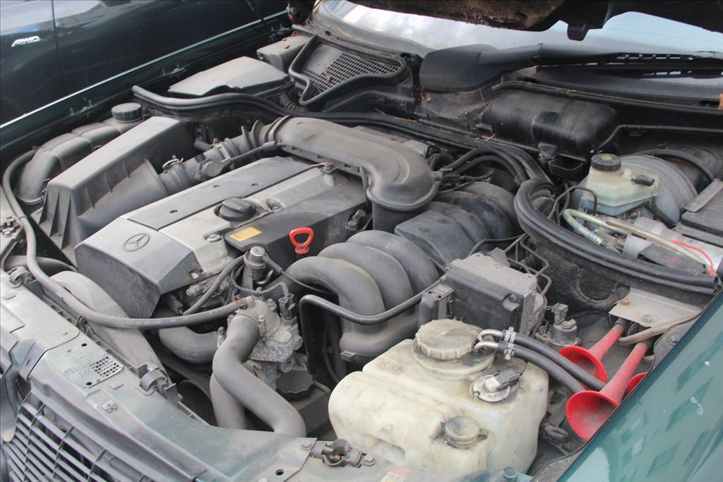 MERCEDES BENZ E280  zelená metalíza