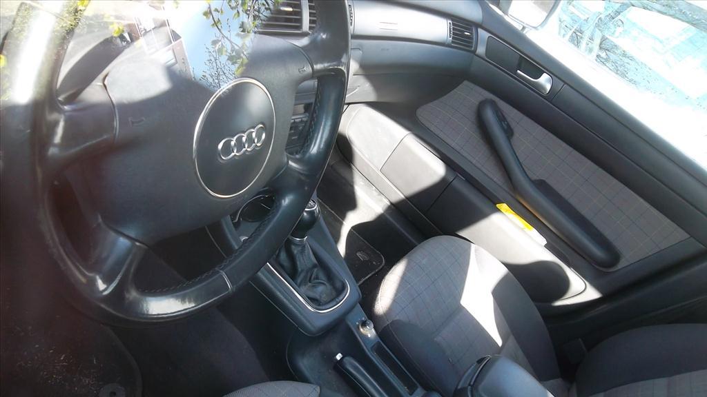 Osobní automobil AUDI