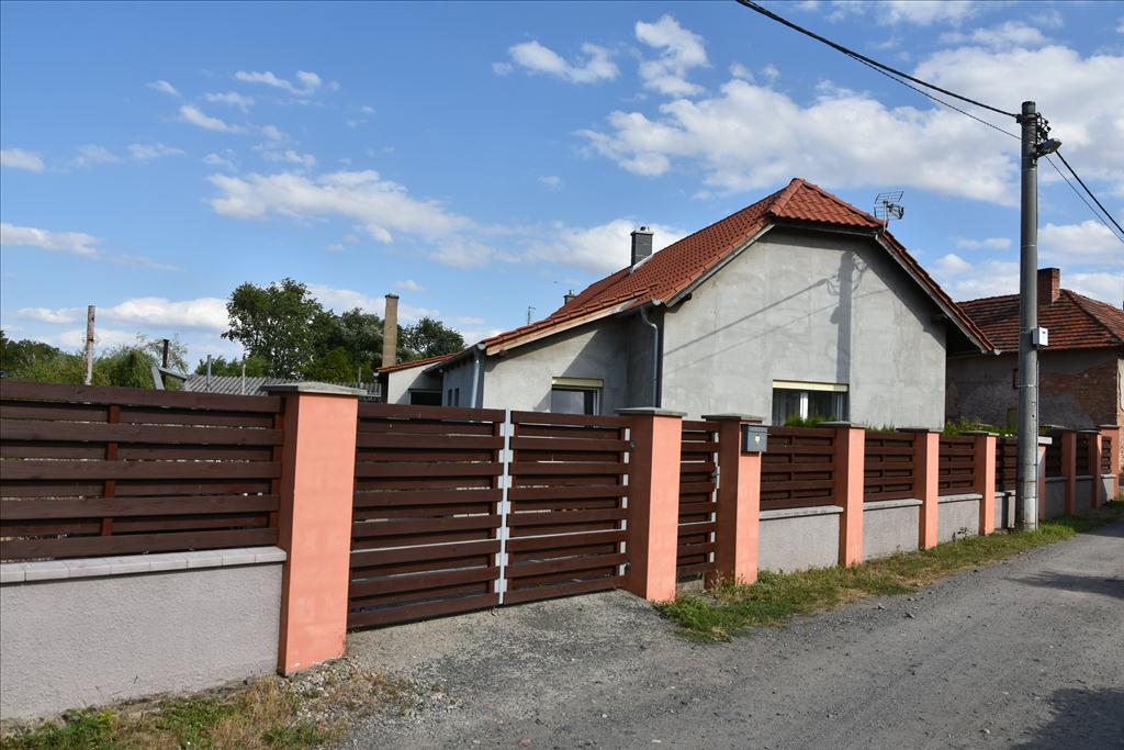 Územní pracoviště Praha – východ oznamuje konání veřejné dražby domu/ů