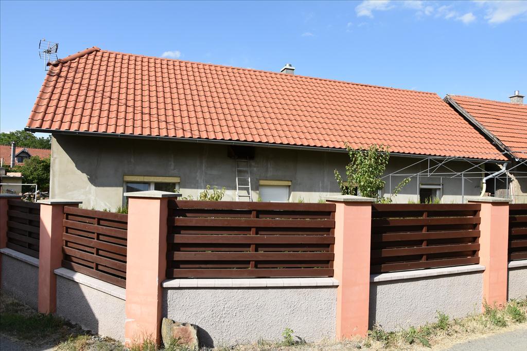 Rodinný dům s garáží a pozemkem