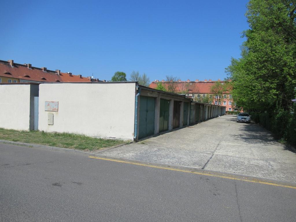 Územní pracoviště v Chomutově oznamuje konání veřejné dražby garáží