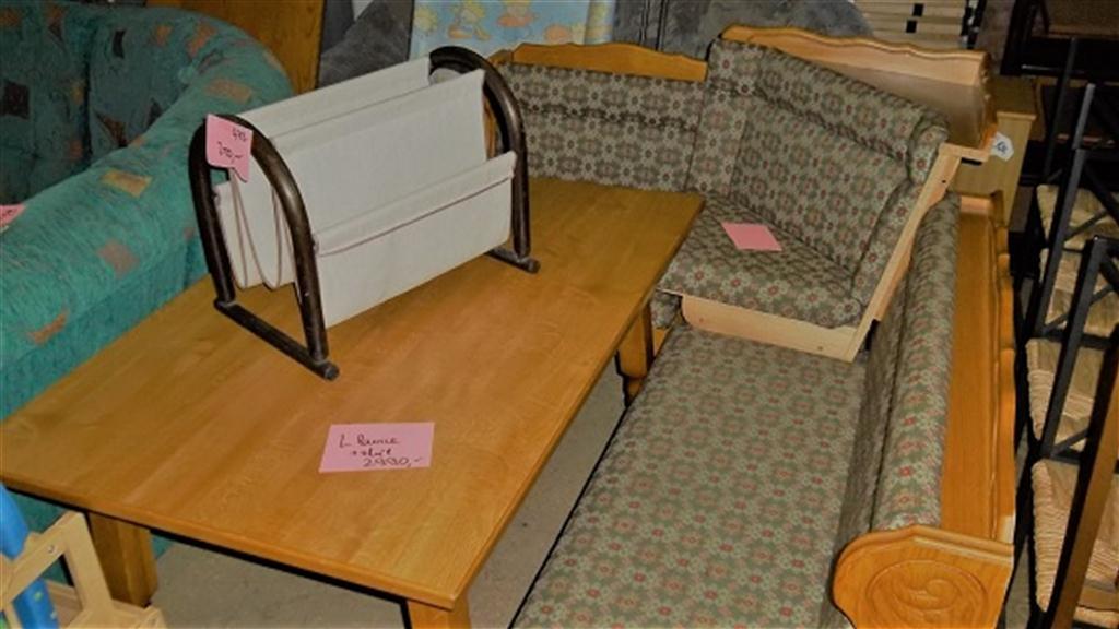 rohová lavice a stůl