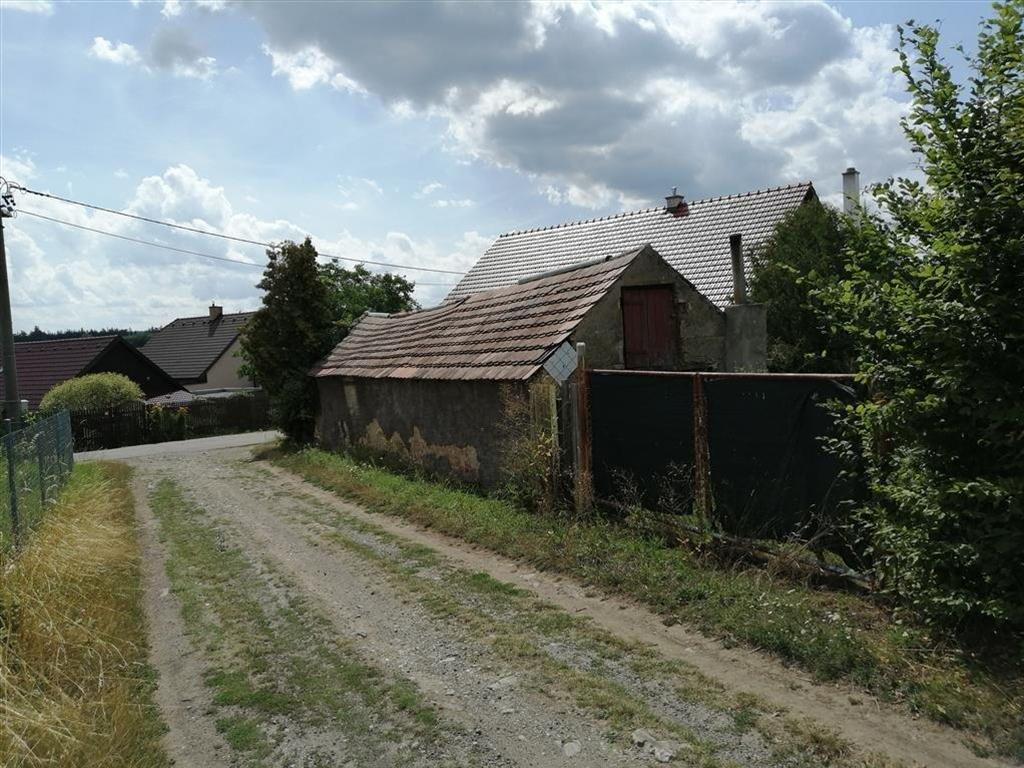 Rodinný dům s 1 nadzemním podlažím a odhadovaným částečným podkrovím a částečným podsklepením