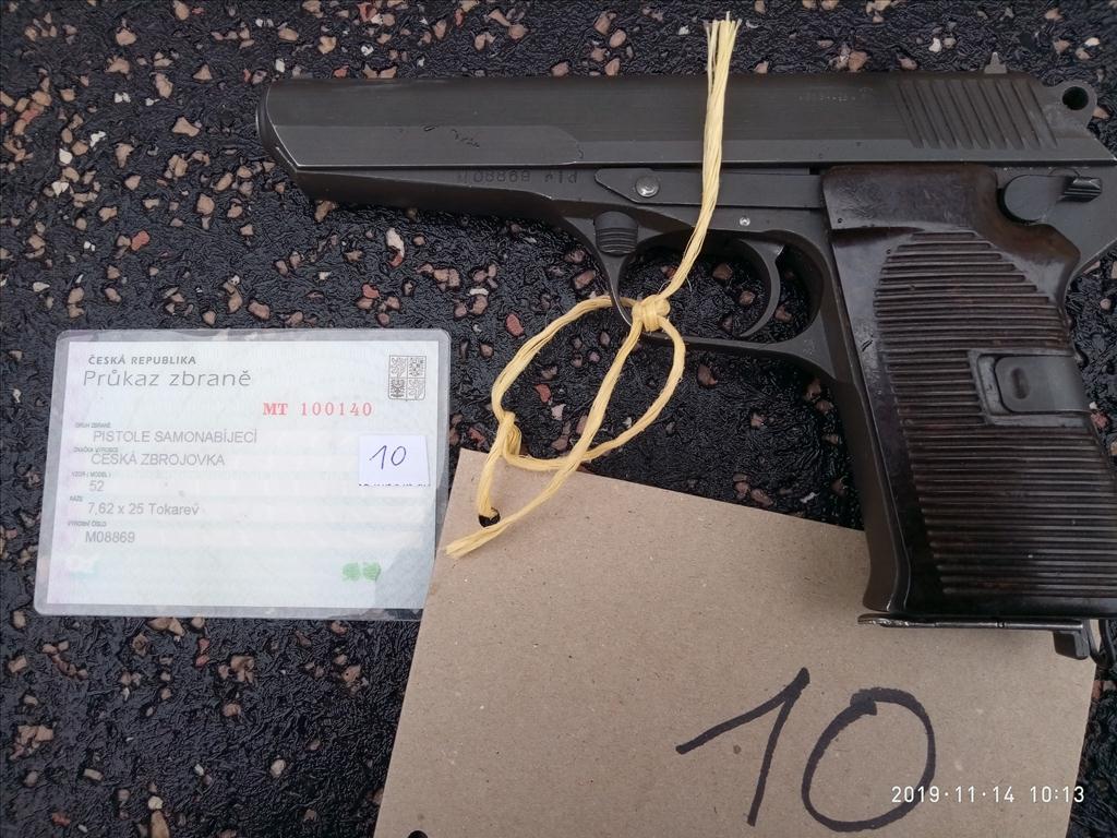 Pistole samonabíjecí, model 52