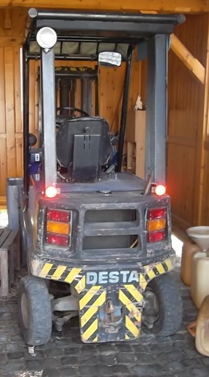 Motorový vysokozdvižný vozík