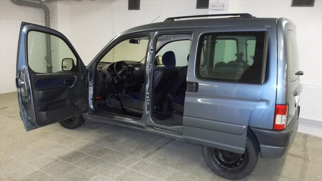 Územní pracoviště ve Znojmě oznamuje konání veřejné dražby automobilů