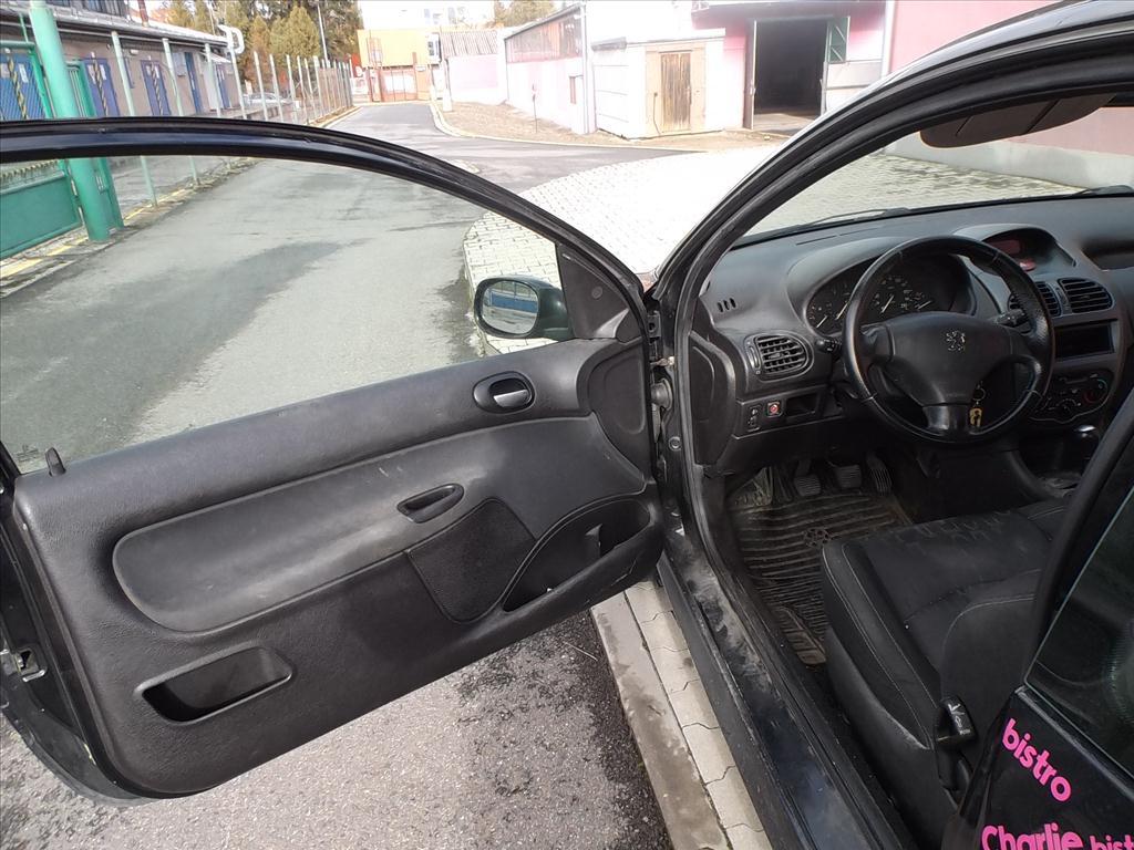 Osobní automobil PEUGEOT 206