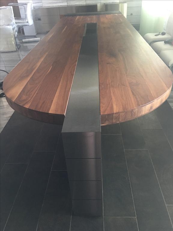 Zasedačkový stůl