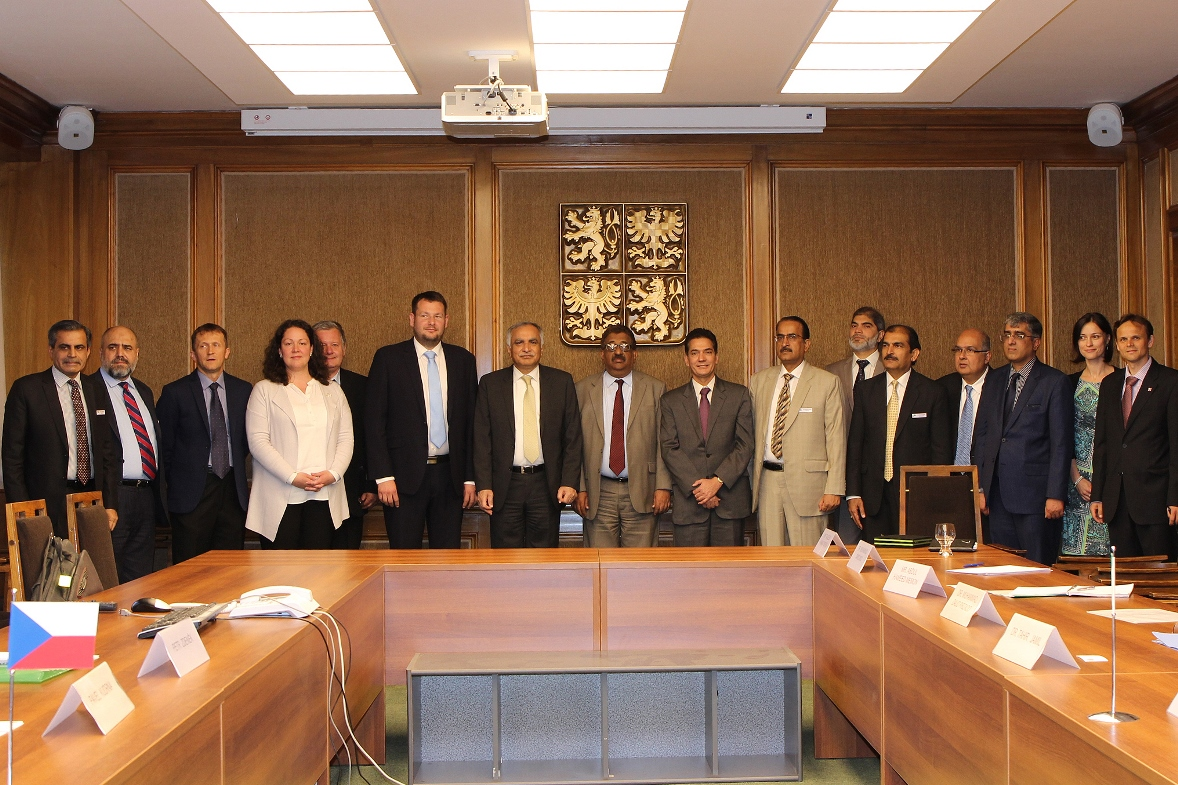 Pakistani delegation photograph 2